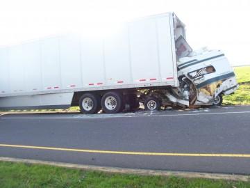 GoLocalPDX   Oregon State Police Investigating Fatal Motorhome Crash